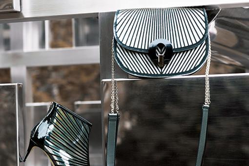 エレガントな線が織りなすジョルジオ アルマーニの小物。|特集|Fashion|madameFIGARO.jp(フィガロジャポン)
