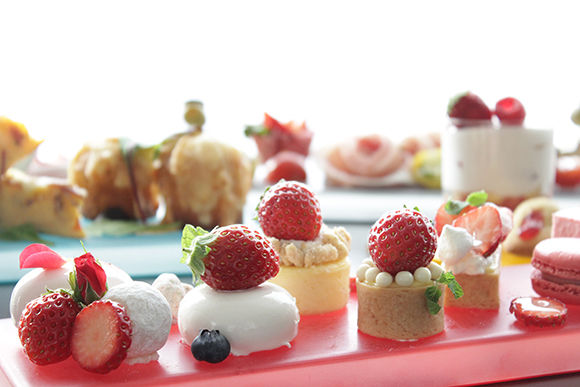 180316_1712_lg_strawberry_afternoon_tea_set_image.jpg