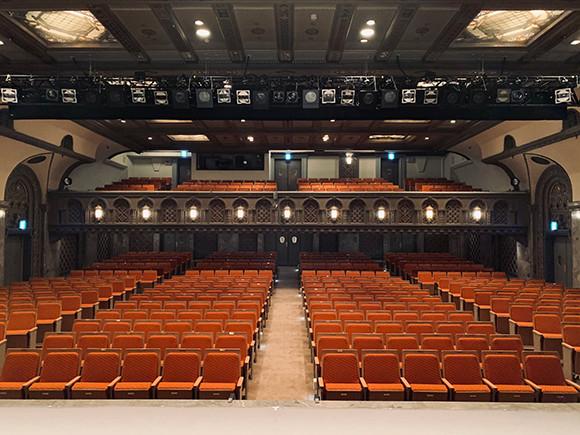 201012-b-theatre-02.jpg