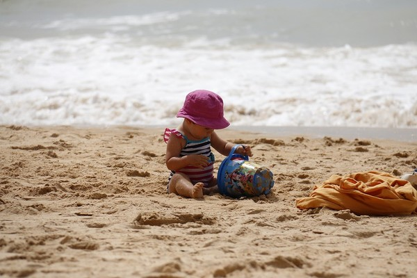 child-playing-1005898_960_720.jpg