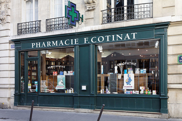 Paris_-_Pharmacie_-_151_rue_de_Grenelle_-_002.jpg