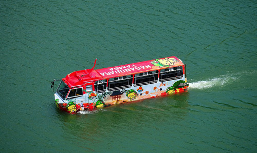 amphibious_bus_1.jpg