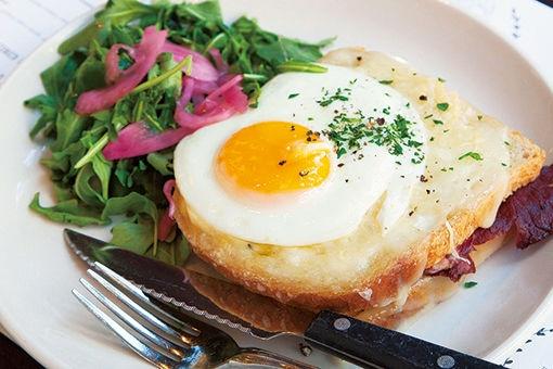 ブルックリンで、半熟卵がおいしい地中海風朝ごはん。