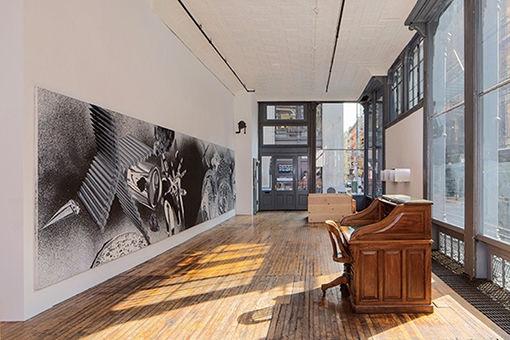 NYの芸術家の自宅でプライベートコレクションを公開。