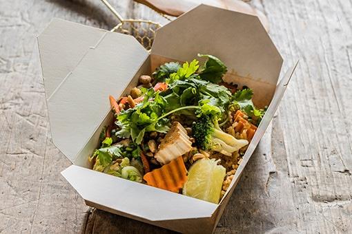 軽食タイ料理が人気のパリ、リトルバンブーでお持ち帰り。