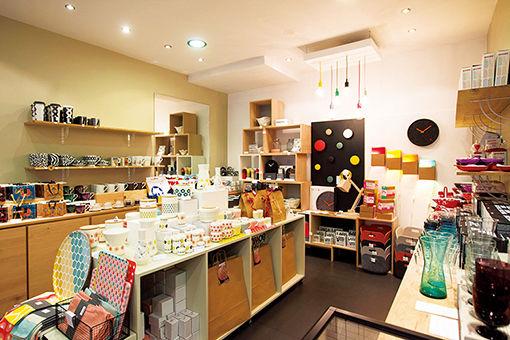 パリジェンヌにも人気、懐かしいパリを感じられる店。