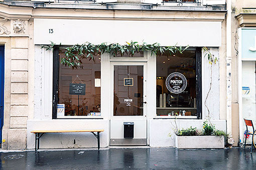 パリジェンヌが始めたカフェは、友人宅のサロンのよう。