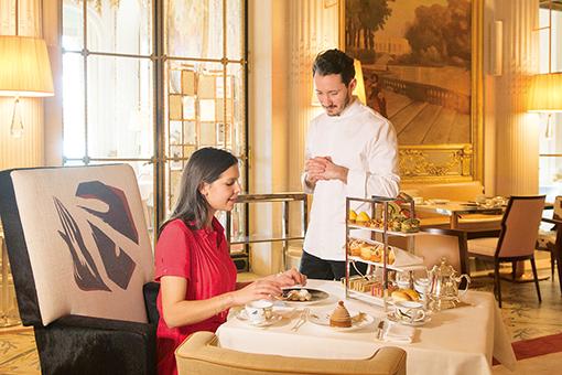 フルーツが宝石のよう! パリのホテルの魅惑的なスイーツ。
