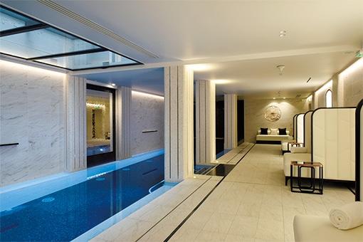 パリ高級住宅地に佇むホテルのスパで、女を磨く。
