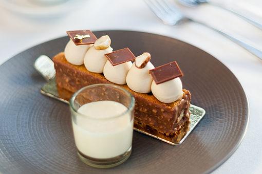 ルーヴル美術館前のレストランで、古き良きパリの魅力に出合う。