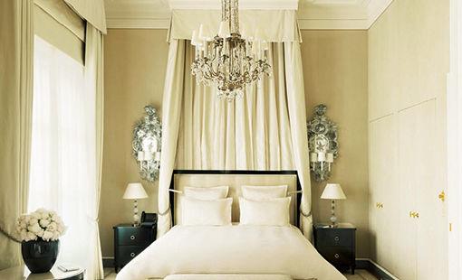 モダンにエレガントに生まれ変わった、パリの老舗ホテル。