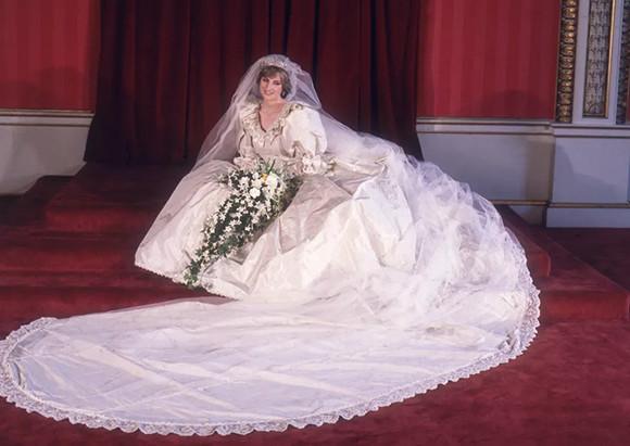 00-210507-lady-diana-lors-de-son-mariage-avec-le-prince-charles.jpg