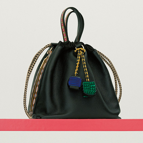 01-essential-item-shoes-and-bag-191016.jpg