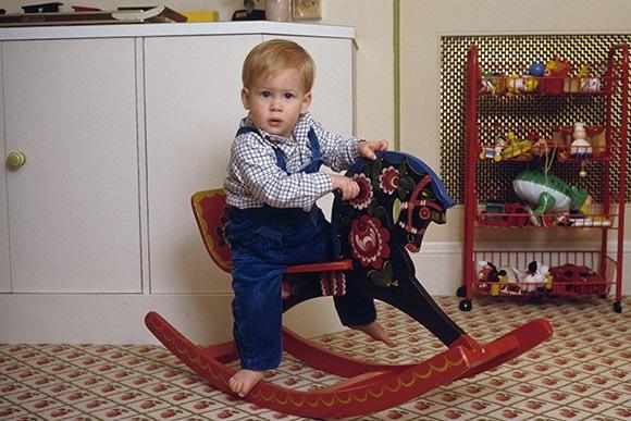 反逆児からヒーローへ。ハリー王子の歩みをプレイバック。 特集