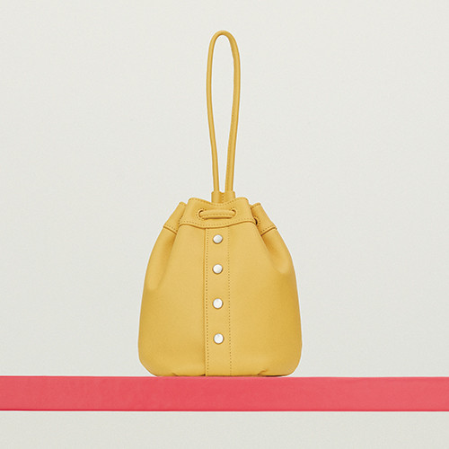 02-essential-item-shoes-and-bag-191016.jpg