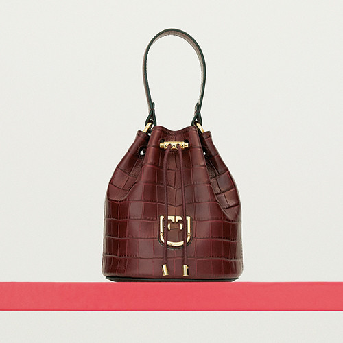 03-essential-item-shoes-and-bag-191016.jpg