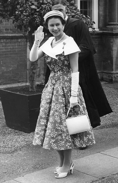 エリザベス女王は、同じネイルを...