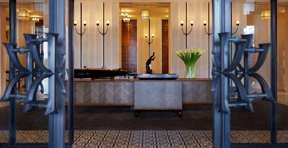 190425-RWHKG_Hotel-Lobby-Entrance.jpg