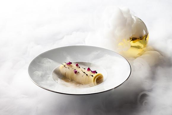 190508_La Terrazza, Spaghetti cacio e pepe with rose buds.jpg
