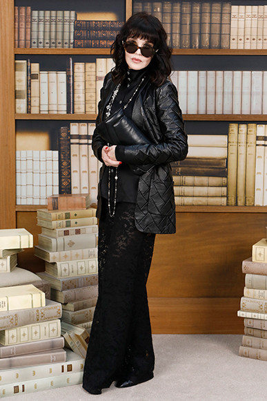 190710_chanel_17_Isabelle-ADJANI_Fall-Winter-2019-20-Haute-Couture-Collection-1.jpg