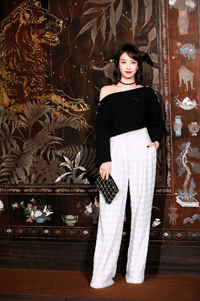 191211_chanel_metiers_d'art_17_Victoria_SONG_CHANEL_Metiers_d_art_Show_2019_20_2.jpg