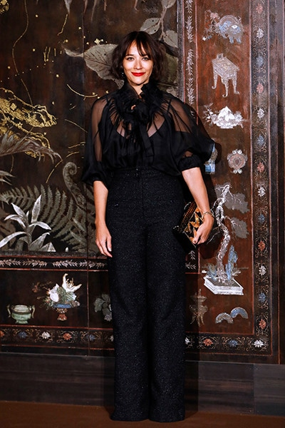 191211_chanel_metiers_d'art_23_Rashida_JONES_CHANEL_Metiers_d_art_Show_2019_20.jpg