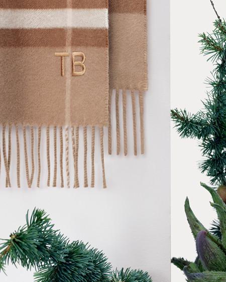 191217-Burberry-Christmas-02.jpg