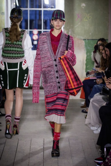 4_Burberry September 2017 Collection - Look 32.jpg
