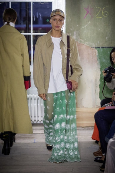 5_Burberry September 2017 Collection - Look 79.jpg