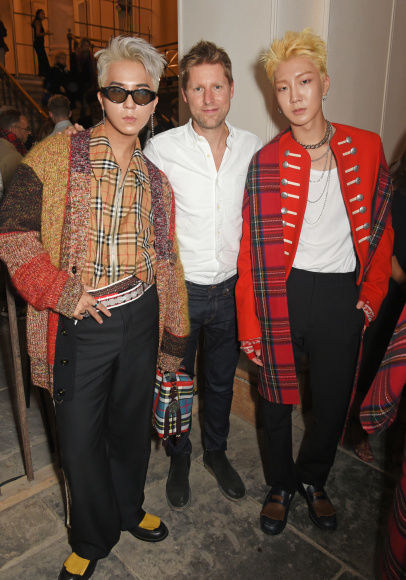9_Christopher Bailey, HOONY and MINO at the Burberry September 2017 Show.jpg