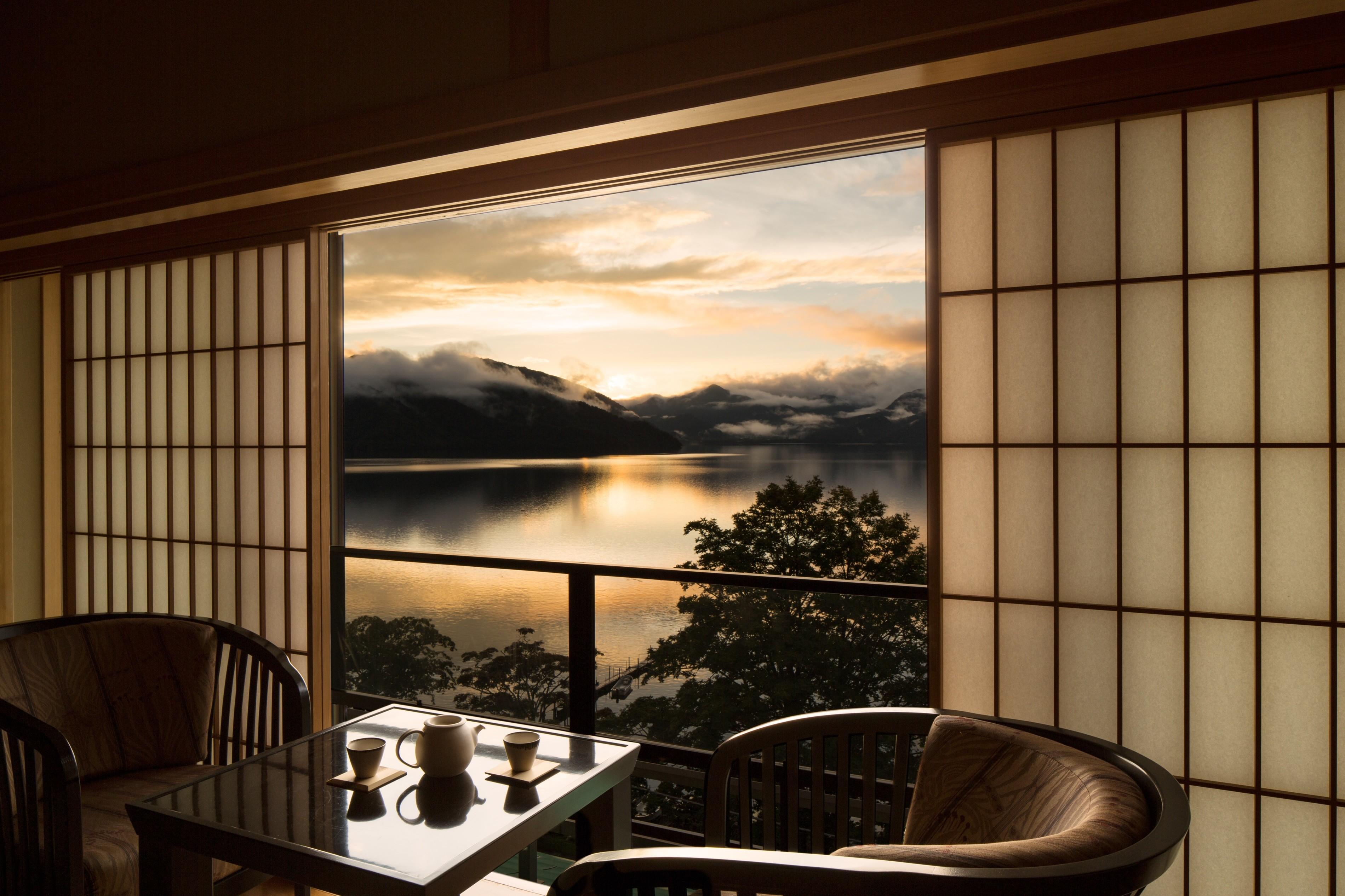 【界 日光】客室_湖側和室_夕暮れ.jpg
