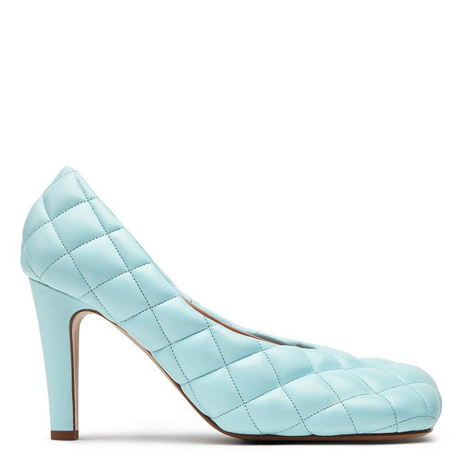 https://madamefigaro.jp/upload-files/select-shoes-VB-2019aw-592013_VBRR0_4818_UC789318.jpg